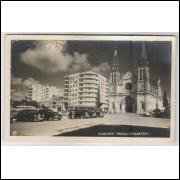 ctb11 - Cartão postal antigo, Curitiba - Praça Tiradentes e Catedral. Carros.