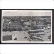 CTB59 - Foto Postal antiga, Curitiba, Praça Tiradentes, carros, bondes.