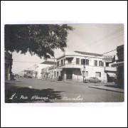 Foto Postal 1, anos 50, Ourinhos, Rua Paraná, Casas Pernambucanas.
