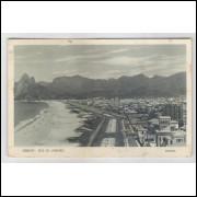 RJ44 - Cartão postal antigo, Leblon, Praia. Rio de Janeiro. Lito-Tipo Guanabara.