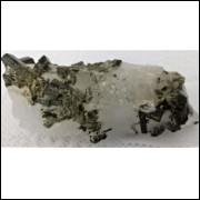 Turmalina verde, canudos incrustados no quartzo, linda peça