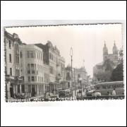 fl04 - Cartão postal antigo, Florianópolis. Praça 15 de Novembro. Carros, ônibus, igreja.