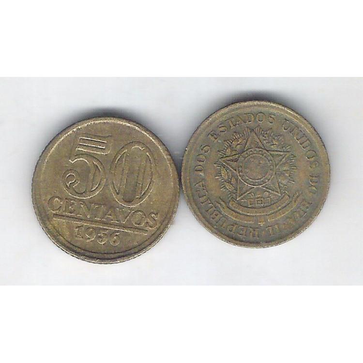 1956 - 50 Centavos, bronze-alumínio, mbc. Brasão.