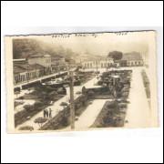 to07 - Cartão postal antigo, 1945, Teófilo Otoni, Praça, jardim.
