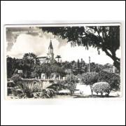to09 - Cartão postal antigo, 1951, Teófilo Otoni, Igreja Matriz, Passeio Público, Praça Tiradentes.