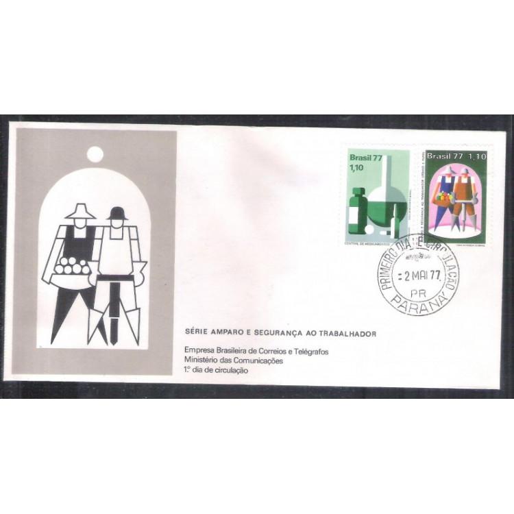 FDC-118 - 1977 - Amparo e segurança ao trabalhador. Carimbo 1o DIA.