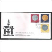 FDC-130 - 1977 - Moedas do Brasil Colonial. Numismática. Pataca, Dobrão e Vintém. Carimbo 1o dia.