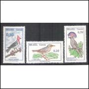 CO601A - C602A - C642A - 1968/1969 - Série Pássaros Brasileiros, com filigrana.